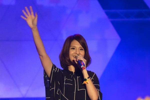 1116_SHU concert raises the roof 1